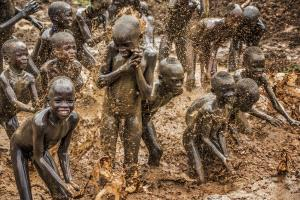 Temasek Photo Circuit Merit Award - Junjian Zhou (China)  Mud Bathing