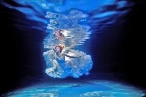 IUP Honor Mention - Shiu Sun Cheung (Hong Kong) <br /> Dancing Under Water