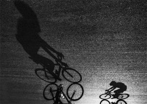 Temasek Photo Circuit Bronze Medal - Xiaohong Xu (China) <br /> Catch Up Light And Chase Shadows