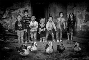Temasek Photo Circuit Merit Award - Weihua Huang (China)  Have A Good Time Together