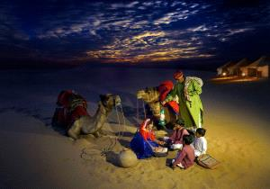 Temasek Photo Circuit Silver Medal - Zhong Chen (China)  Night Class Of Desert Family 3